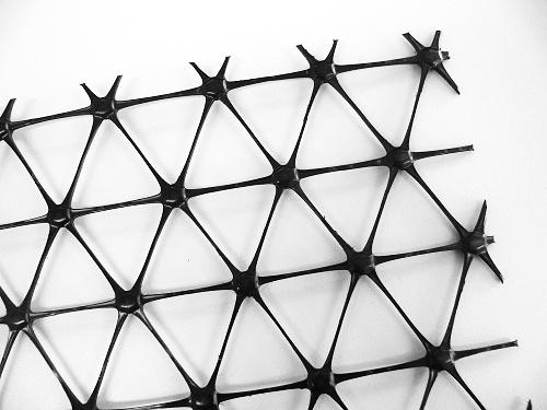 Trojosá monolitická geomříž – Tensar TriAx TX160 25x4,00m